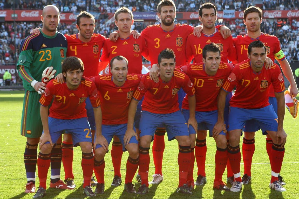 España (7 de septiembre 2010): el campeón de Sudáfrica 2010 fue la última gran visita europea que recibió la selección, que lo goleó por 4 a 1; arriba, Reina, Marchena, Nacho, Piqué, Busquets y Xabi Alonso; abajo, Silva, Iniesta, Villa, Fabregas y Arbeloa (Xavi entró en el segundo tiempo)