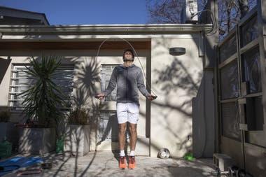 """Facundo Díaz Acosta, entrenándose, como puede, en su casa: """"Hay días que me levanto bien, pero otros sin ganas, sin querer hacer nada""""."""