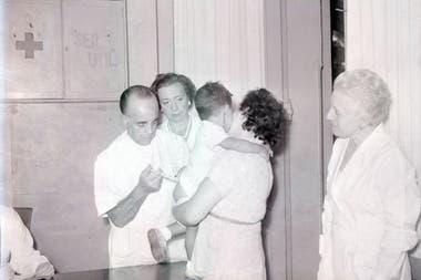 La campaña de vacunación de 1956 por el brote de poliomielitis en la Argentina