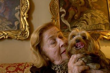 Zorrilla, junto a su perrita Victoria