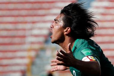 Marcelo Martins, todo un referente del seleccionado boliviano, celebra el quinto gol de su carrera a la Argentina.