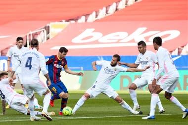 Manzana rodeada: la marca multitudinaria de Real Madrid y la soledad de Messi