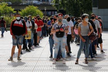 Se formaban largas filas para ingresar a la estación del subte C, que conecta Constitución con Retiro