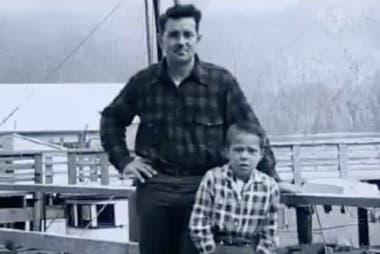 Howard Ulrich y su hijo de siete años sobrevivieron al evento (Port and Terminal)