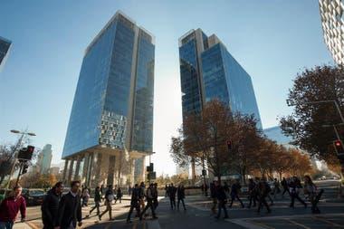 La capital chilena se ha convertido en uno de los destinos de compras más  seductores para los argentinos  Cómo moverse y qué comprar en cada barrio 878559759f