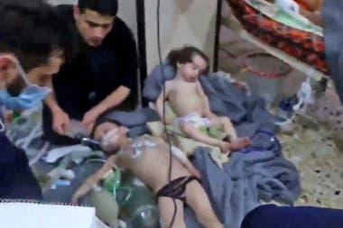 El ataque en la ciudad de Duma ocurrió el sábado por la noche en medio de una ofensiva reanudada por las fuerzas del gobierno sirio