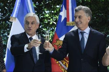En un encuentro en la Casa Rosada, los presidentes mostraron sintonía y ratificaron su intención de eliminar trabas comerciales; es la primera gira del mandatario chileno tras su reelección