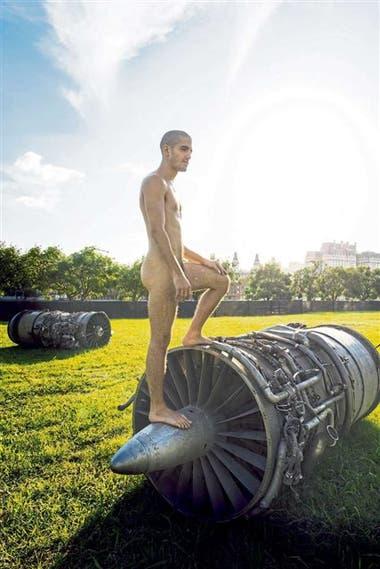 El hombre y la máquina: las turbinas de aviones se resignifican con los performers