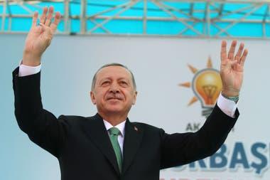 Recep Tayyip Erdogan habló con sus seguidores en medio de la caída de la lira