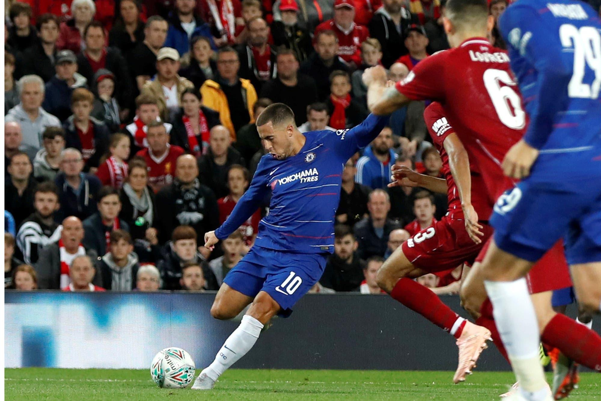 Golazo de Hazard, puro talento, en la victoria de Chelsea sobre Liverpool en la Copa de la Liga