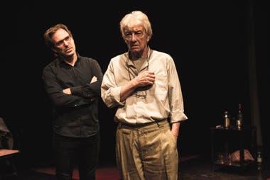 Arturo Bonín y Nelson Rueda, en Un instante sin Dios, de Daniel Dalmaroni