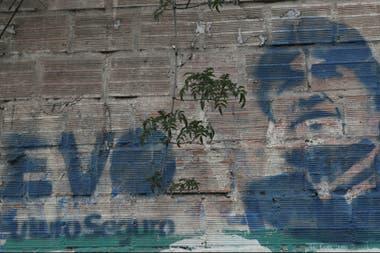 Un mural de Evo Morales en La Paz, donde aún tiene muchos seguidores