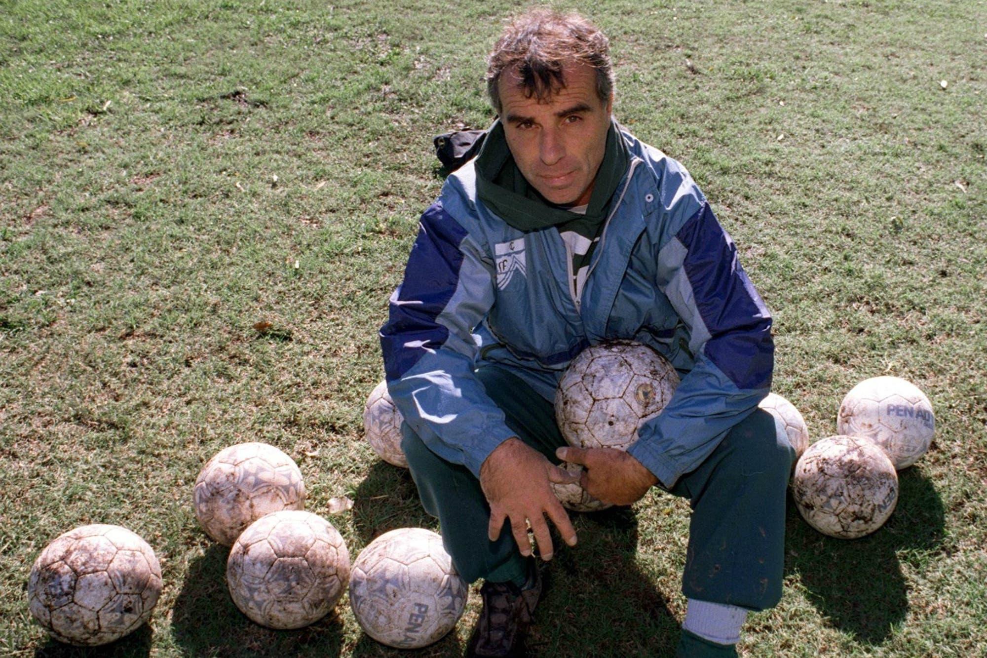 Murió Carlos Barisio: el adiós del hombre récord que le puso candado al arco durante 1075 minutos