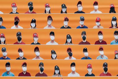 Corea del Sur retomó la liga de béisbol con hinchas falsos