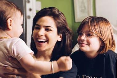 En sus redes, Agustina Cherri muestra a diario la complicidad que tiene con sus hijas
