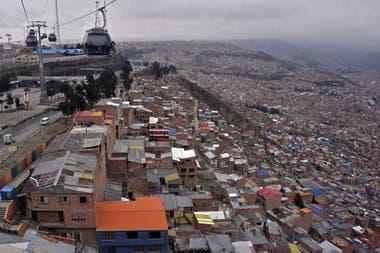 Vista de la ladera que une El Alto y La Paz, el 29 de septiembre de 2020