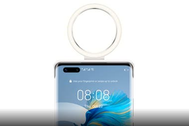 La funda para el Huawei Mate 40 tiene un botón que permite regular la intensidad y la temperatura del color del anillo de luz
