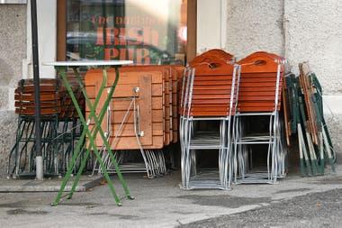 Un restaurante cerrado en Salzburgo por las nuevas restricciones del gobierno de Austria por la pandemia del coronavirus