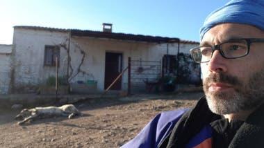 Martínez se alojó en un pequeño refugio sin electricidad o agua caliente cuya única protección era la vigilancia de una perra.