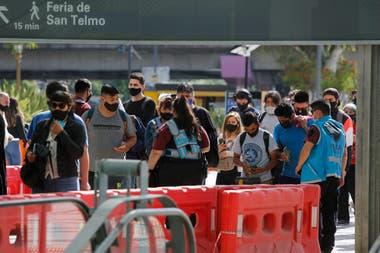 Se formaban largas filas para ingresar a la estación del subte C, que conecta Constitución con Retiro.