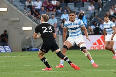 El 14 de noviembre de 2020 los Pumas derrotaron por primera vez a Nueva Zelanda y Pablo Matera tocó la cumbre de su carrera como capitán nacional; pocas semanas después, de viejos tuits suyos nacieron serios problemas de imagen para el rugby argentino y de ingresos para la UAR.