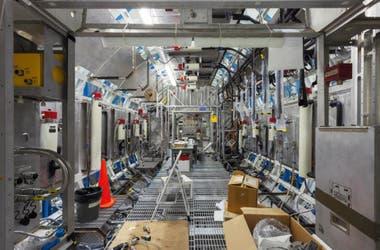 L'un des couloirs de la Station spatiale lorsqu'elle était en construction, dans les installations de la NASA en Alabama