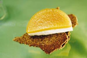 Mini tortas de queso, mango y cítricos