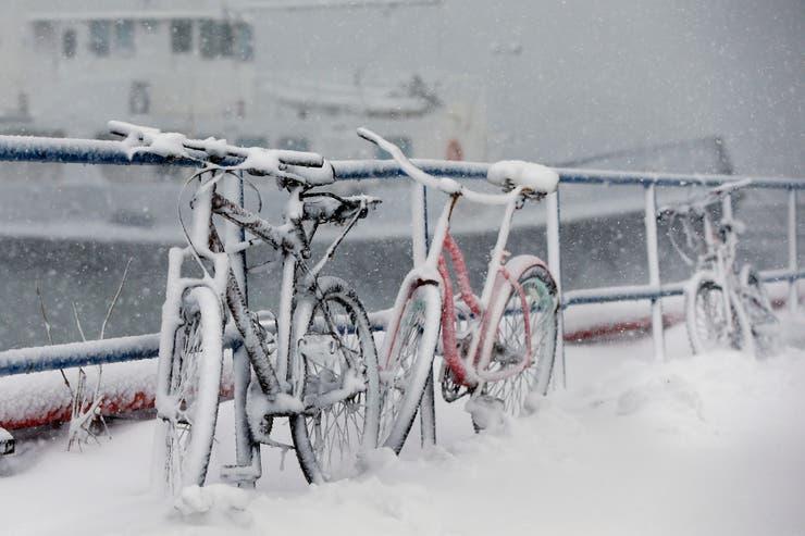 Bicicletas en las calles de Boston que se han vuelto intransitables