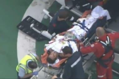Fue trasladado en helicóptero a Perth