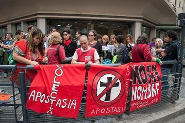 La Coalición Argentina por el Estado Laico fue fundada hace 12 años y ya realizó varias apostasías colectivas