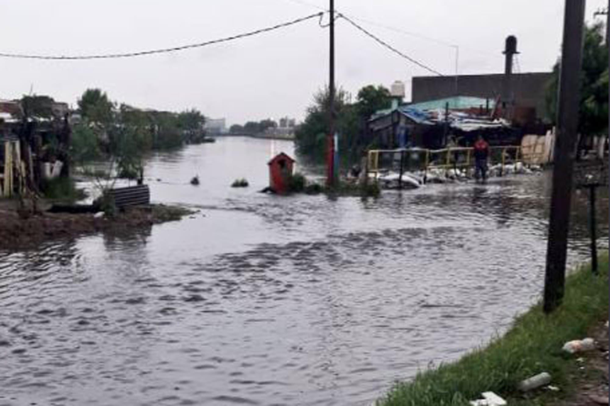 Buenos Aires: aún hay miles de evacuados por el temporal