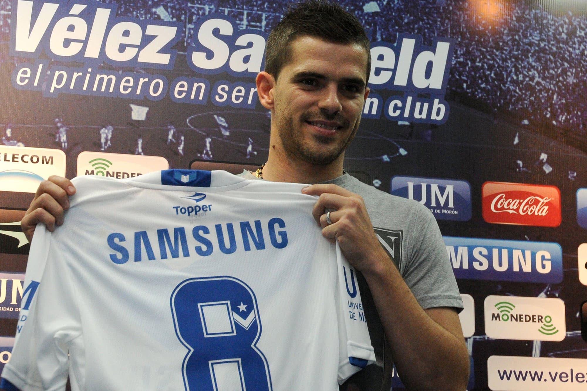 De pie otra vez: Fernando Gago se recuperó de una grave lesión y volverá a jugar en Vélez