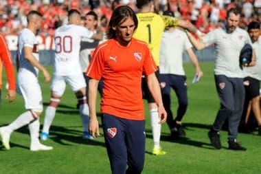 Becaccece duró un suspiro en Independiente