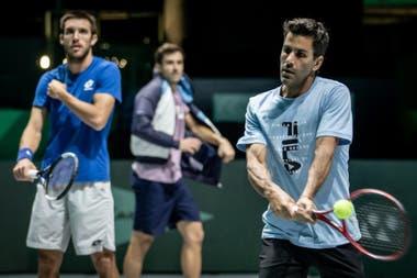 Uno de los entrenamientos del equipo argentino de Copa Davis; Leonardo Mayer y Machi González, en un ensayo de dobles