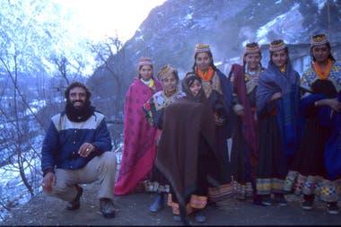 Muy bien acompañado por las chicas de Pakistán