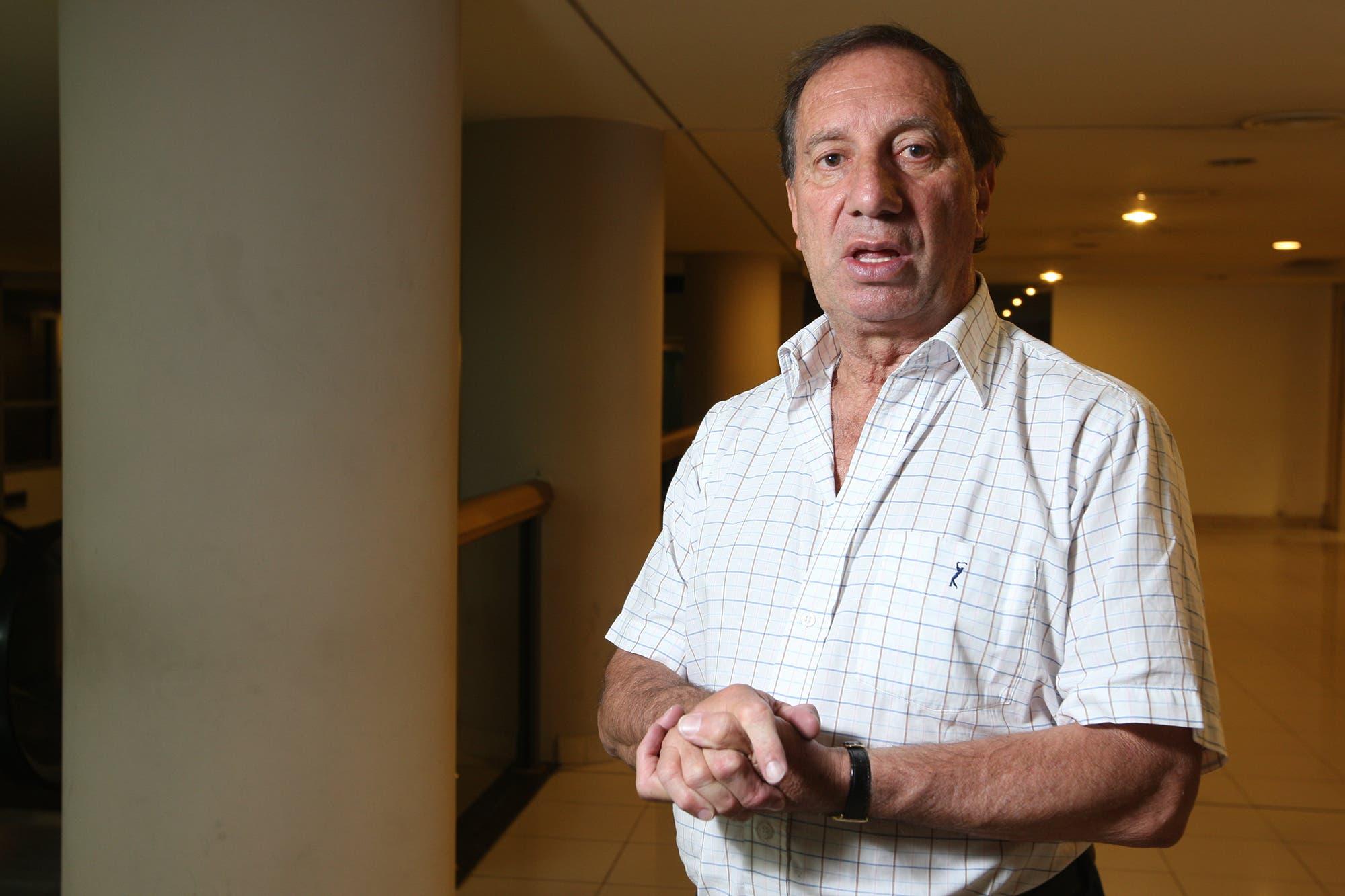 "Desmentida: Carlos Bilardo ""no tiene"" coronavirus, según afirmó su hermano"