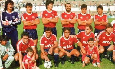 Independiente, el campeón. Arriba, de izq. a der.: Pereyra, Clausen, Monzón, Delgado, Ríos y Ludueña. Abajo: Bianco, Reggiardo, Ubaldi, Bochini e Insúa