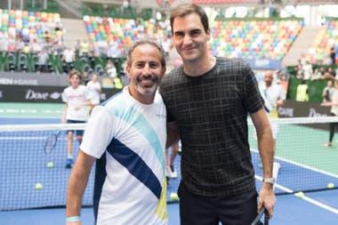 El profesor Esteban Palombo hace un año, durante la visita de Federer: otros tiempos, sin dudas