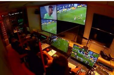 El protagonismo de la mesa de control y las demoras en el campo de juego distorsionan el ritmo de la competencia