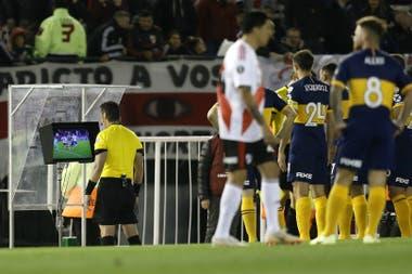 River, involucrado en 36 jugadas directas de VAR entre la Copa Libertadores y la Recopa