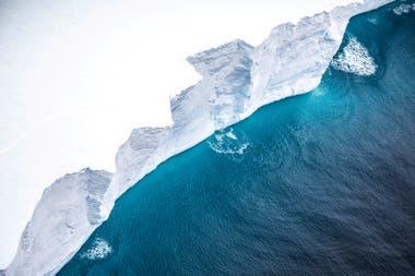 Una vista del iceberg A-68A desde un avión de reconocimiento de la Royal Air Force cerca de la isla Georgia del Sur el 18 de noviembre de 2020