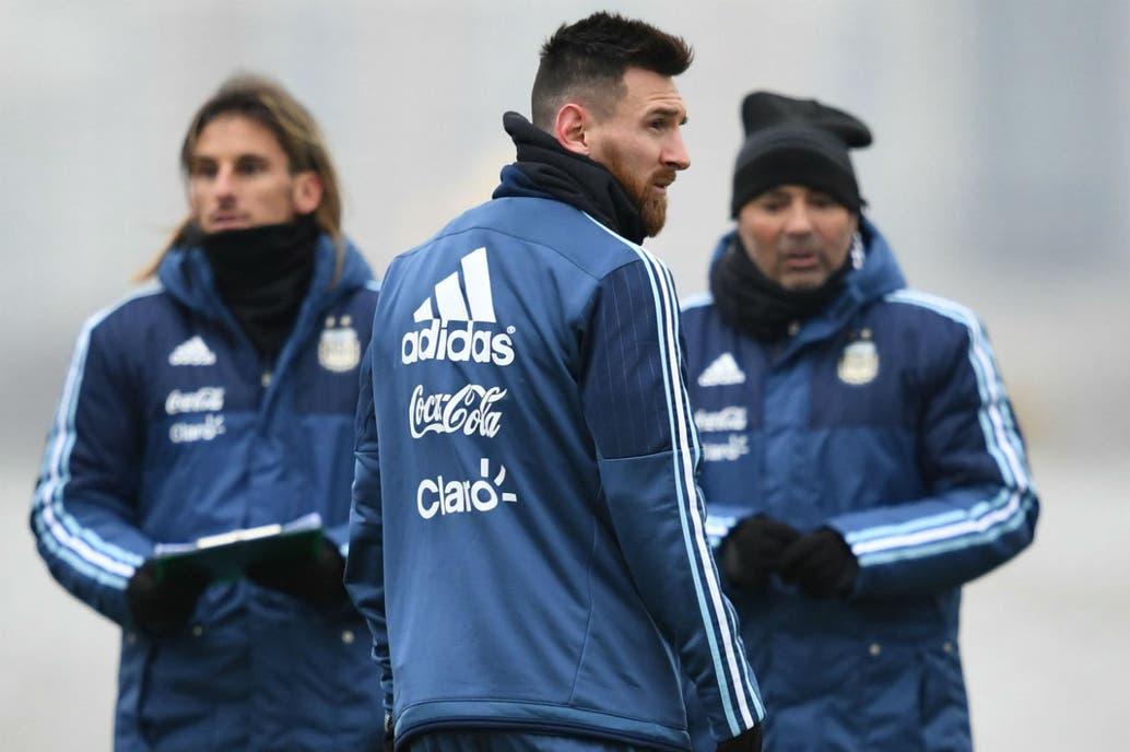Messi es el eje de la selección, en el centro de las deliberaciones de Becaccece, ayudante del técnico, y el propio Sampaoli