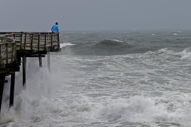 Los vientos que llegarán a los 175 km provocarán olas de varios metros de altura