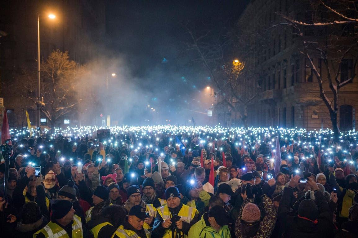 Miles de manifestantes contra la política del primer ministro Viktor Orban