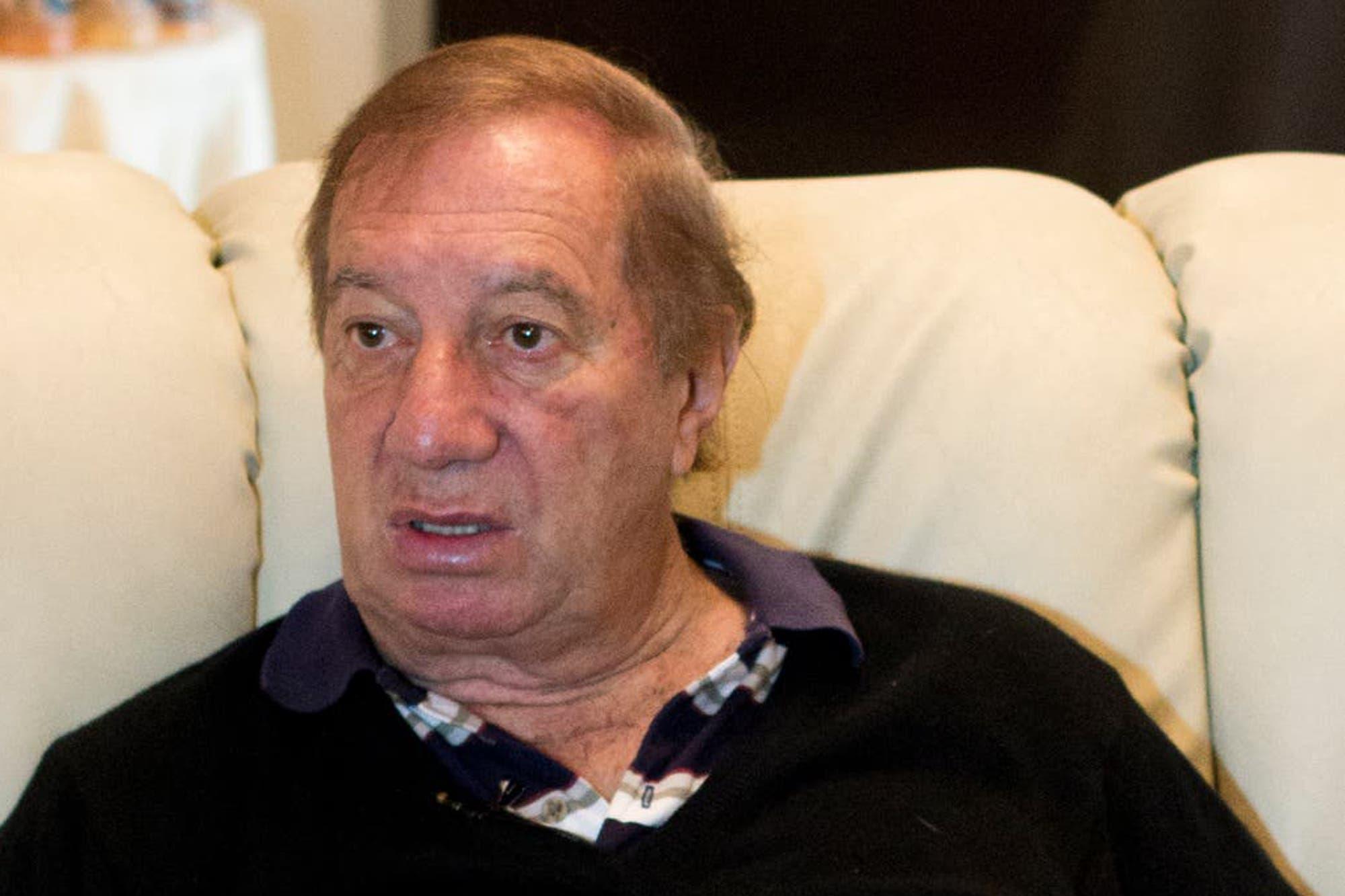 La salud de Carlos Bilardo: ensayó una mejoría, pero continúa en terapia intensiva