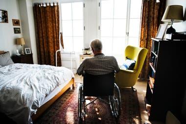 Más de un millón de adultos mayores viven solos en lla Argentina. Estar comunicados con ellos a diario es un modo efectivo de mitigar la angustia que pueden sentir en estos días tan particulares