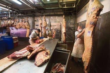 En frigoríficos y carnicerías se extreman los cuidados