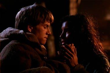 Christian Slater y Valentina Vargas, en una de las escenas claves de la película