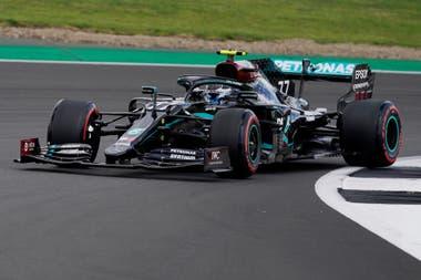 Valtteri Bottas, de Mercedes, en acción durante la práctica