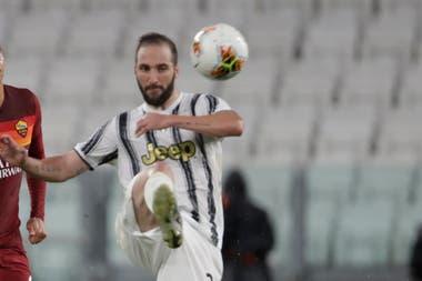 Con la llegada de Andrea Pirlo a la dirección técnica de Juventus, Gonzalo Higuaín dejó de estar en los planes de la Vecchia Signora; el artillero debe negociar su salida con el equipo italiano, que pagó 90 millones de dólares a Napoli en 2017